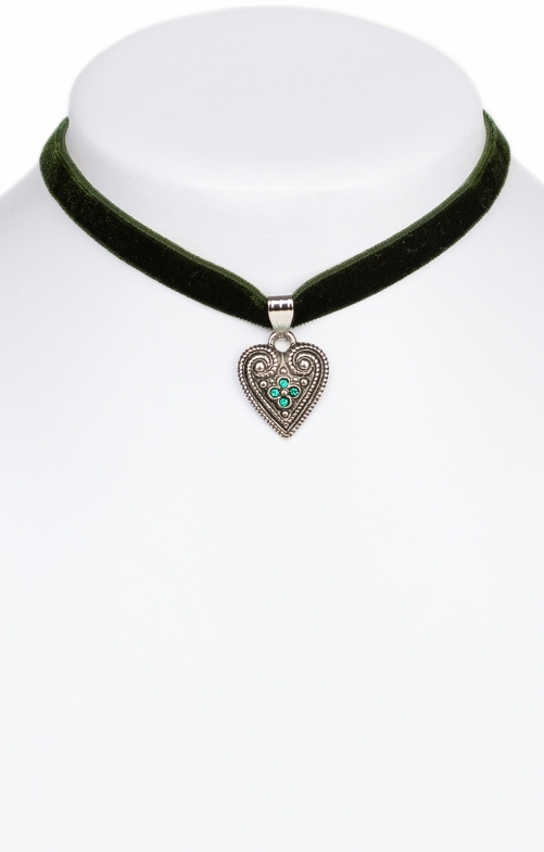 Traditional necklace with heart green